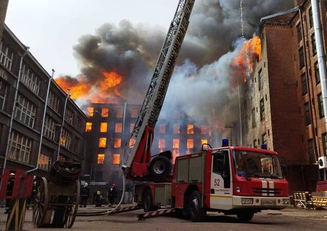 Požár historické budovy Něvská manufaktura v Petrohradu