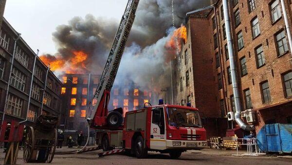 Požár historické budovy Něvská manufaktura v Petrohradu - Sputnik Česká republika