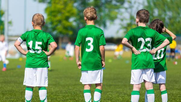 Děti hrají fotbal - Sputnik Česká republika
