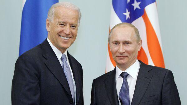 Vladimir Putin a Joe Biden v roce 2011 - Sputnik Česká republika