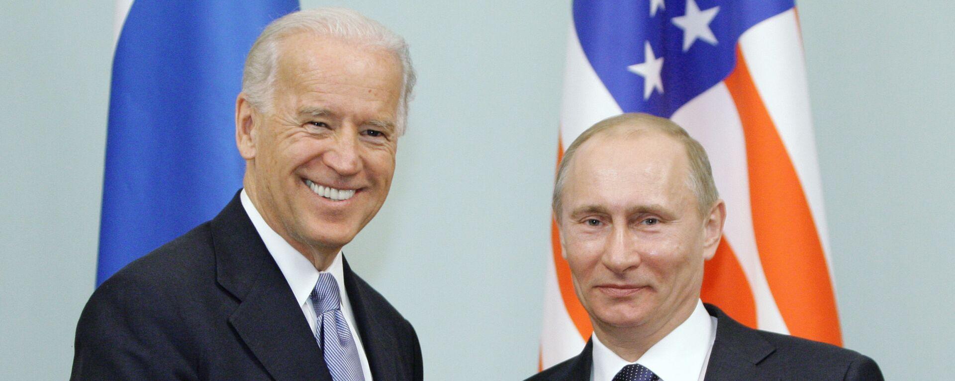 Vladimir Putin a Joe Biden v roce 2011 - Sputnik Česká republika, 1920, 09.07.2021