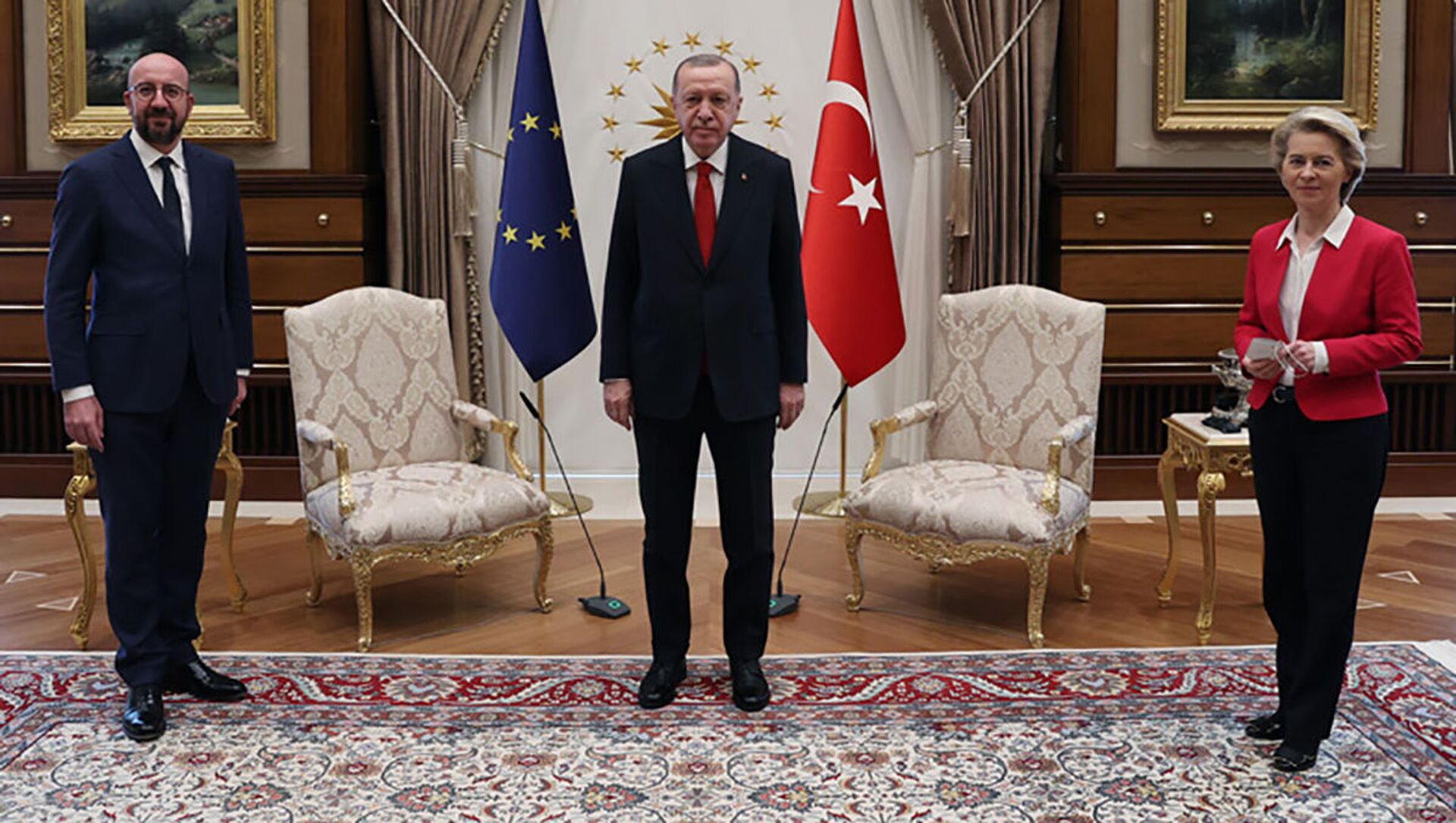 Schůzka tureckého prezidenta Recepa Tayyipa Erdogana s předsedou Evropské rady Charlesem Michelem a předsedkyní Evropské komise Ursulou von der Leyenovou - Sputnik Česká republika, 1920, 13.04.2021