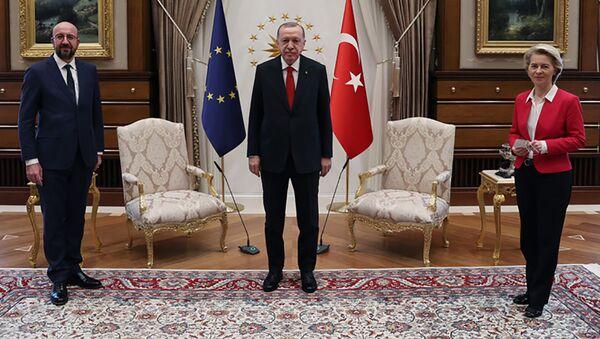 Schůzka tureckého prezidenta Recepa Tayyipa Erdogana s předsedou Evropské rady Charlesem Michelem a předsedkyní Evropské komise Ursulou von der Leyenovou - Sputnik Česká republika