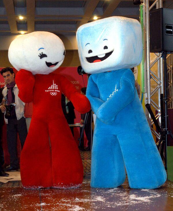 Maskoti Zimních olympijských her 2006 v Turíně v podobě sněhové koule a kostky ledu. - Sputnik Česká republika