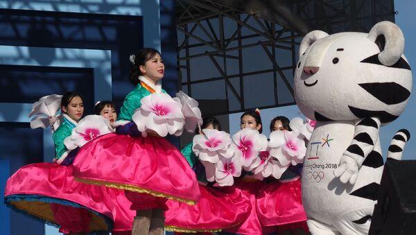 V Tokiu představili maskoty Letních olympijských her 2020. Vzpomeňme na maskoty minulých let - Sputnik Česká republika