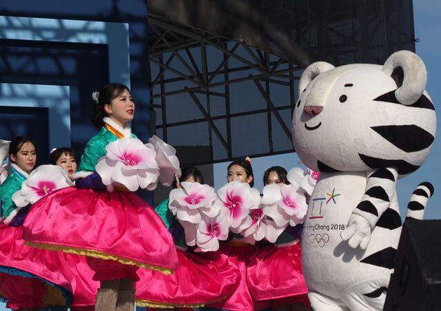 V Tokiu představili maskoty Letních olympijských her 2020. Vzpomeňme na maskoty minulých let