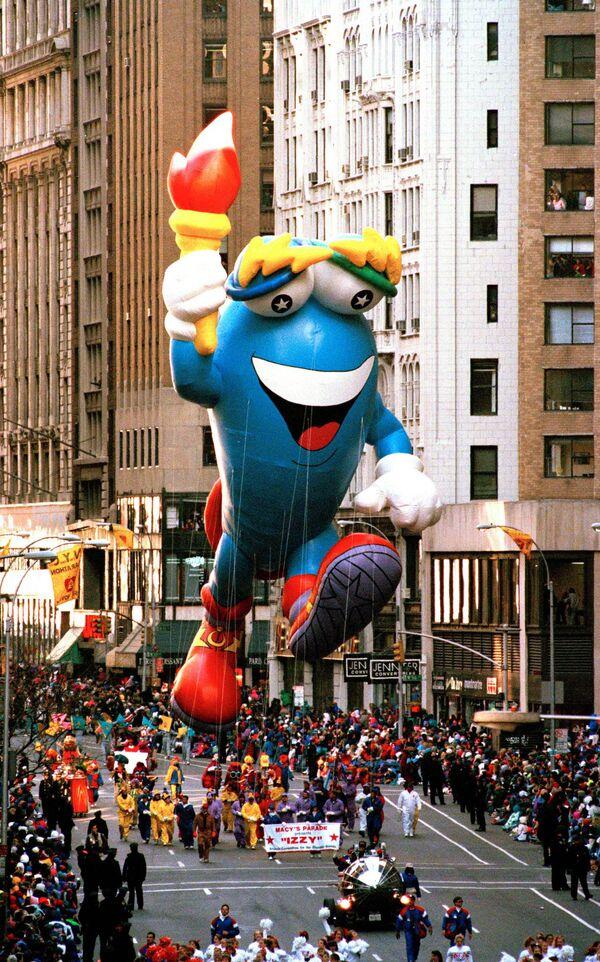 Maskot Olympijských her 1996 v Atlantě během přehlídky Dne díkůvzdání v New Yorku. - Sputnik Česká republika