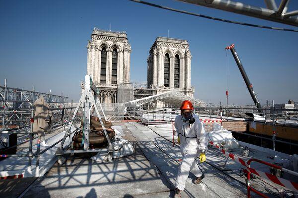 Rekonstrukce katedrály Notre Dame v Paříži. - Sputnik Česká republika