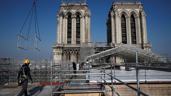 Zpevnění vyhořelé katedrály Notre Dame - Sputnik Česká republika