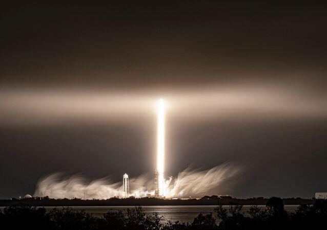 Start rakety Falcon 9 americké společnosti SpaceX