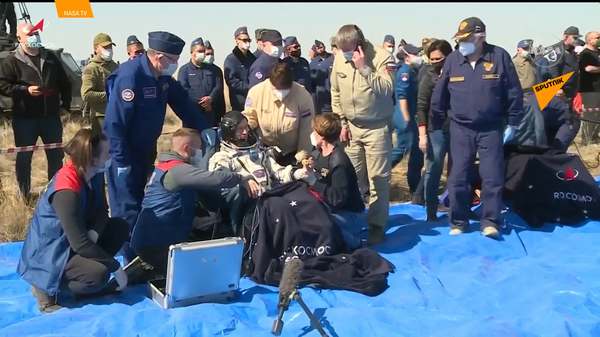 Posádka Mezinárodní vesmírné stanice se vrátila na Zemi - Sputnik Česká republika