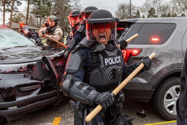 Střet policie s protestujícími v Minneapolisu v USA.  - Sputnik Česká republika