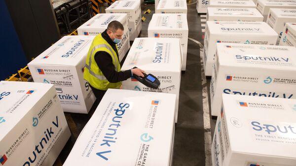 Ruská vakcína Sputnik V ve skladu nákladního terminálu na moskevském letišti. Ilustrační foto - Sputnik Česká republika