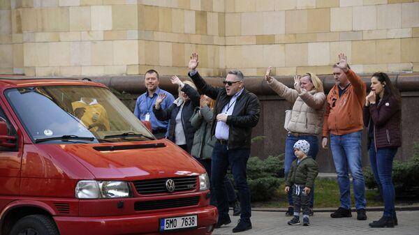 Čeští diplomaté  opouštějí české velvyslanectví v Moskvě - Sputnik Česká republika