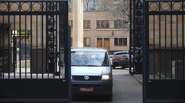 Odjezd českých diplomatů z velvyslanectví v Moskvě - Sputnik Česká republika