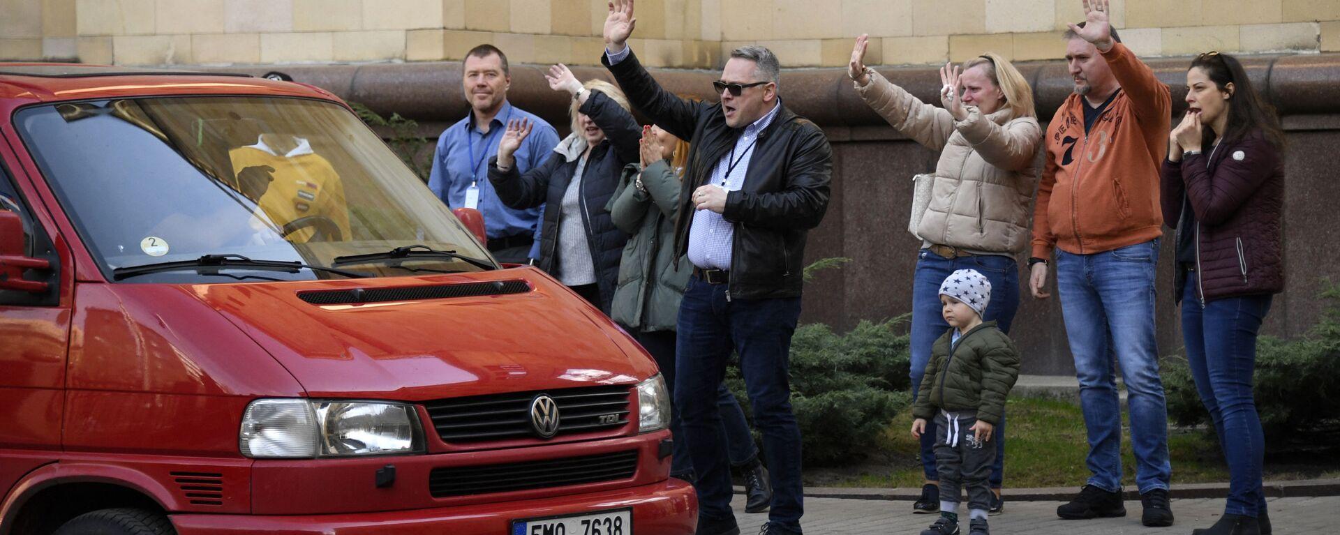 Чешские дипломаты и члены покидают посольство Чехии в Москве - Sputnik Česká republika, 1920, 24.04.2021