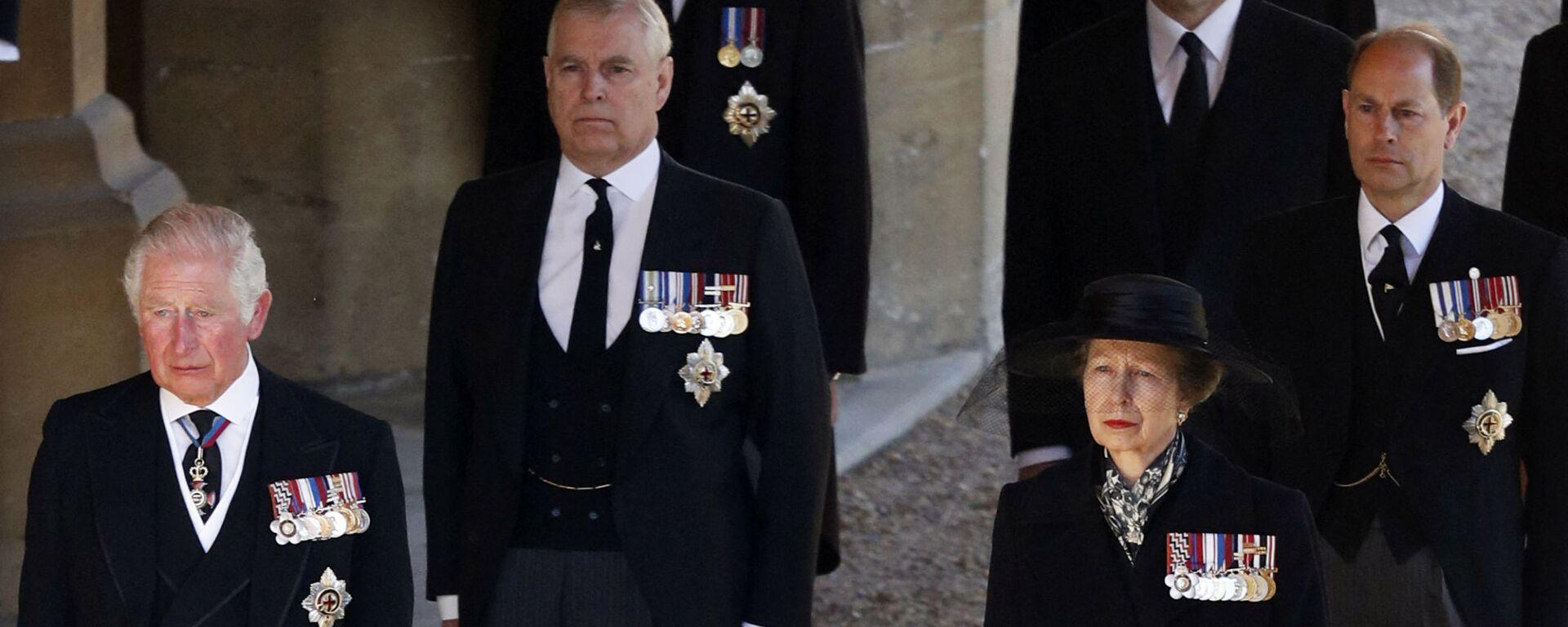 Princ Charles, princezna Anna, princ Andrew, princ Edward, princ William, Peter Phillips na pohřbu prince Philipa - Sputnik Česká republika, 1920, 20.04.2021