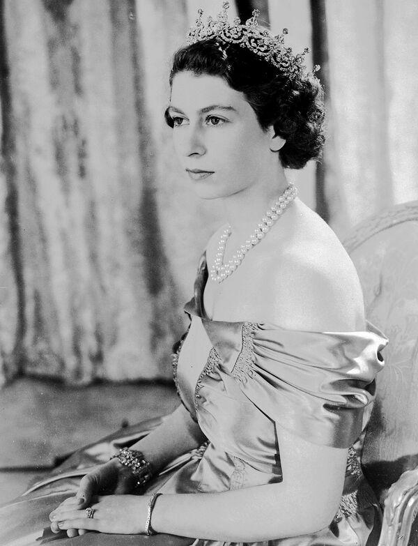 Alžběta II. na archivním snímku z 30. srpna 1949. - Sputnik Česká republika