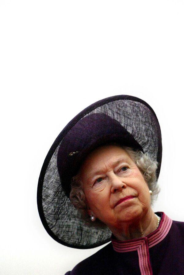 Královna Alžběta II. během otevření nové Fakultní nemocnice Norfolk a Norwich na západním okraji Norwich v Anglii. - Sputnik Česká republika