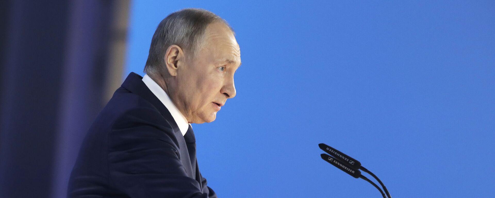 Президент РФ Владимир Путин выступает с ежегодным посланием Федеральному Собранию - Sputnik Česká republika, 1920, 09.06.2021
