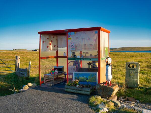 Zastávka úkryt na ostrově Unst v Shetlandu, Skotsko.  - Sputnik Česká republika