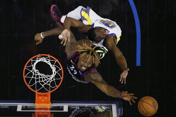 Basketbalisté během zápasu NBA ve Filadelfii - Sputnik Česká republika