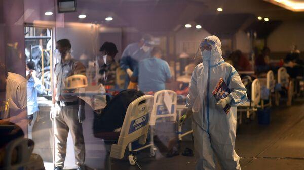 Медицинский работник в госпитале в Дели - Sputnik Česká republika