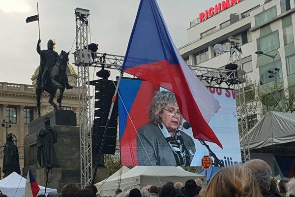 Eugenie Číhalová na sletu Chvilkařů vyslovuje obavu, že Moskvané zaplaví Prahu - Sputnik Česká republika