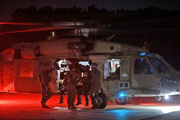 Izraelský vojenský vrtulník evakuuje zraněné židovské poutníky - Sputnik Česká republika