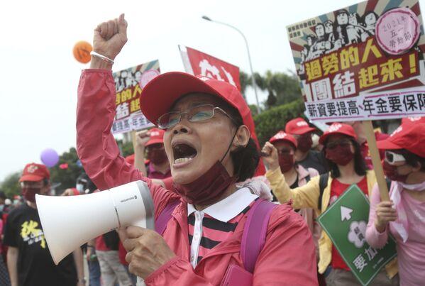 Tchajwanští pracovníci během májové demonstrace v Taipei na Tchaj-wanu - Sputnik Česká republika