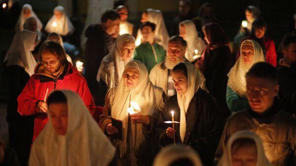 Крестный ход во время пасхального богослужения в Москве  - Sputnik Česká republika