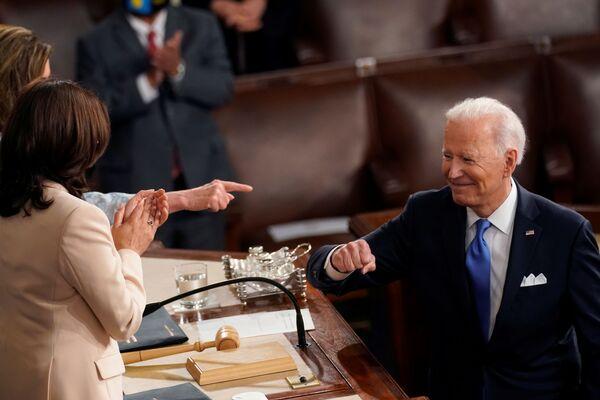 Prezident Joe Biden v hale Sněmovny reprezentantů USA - Sputnik Česká republika