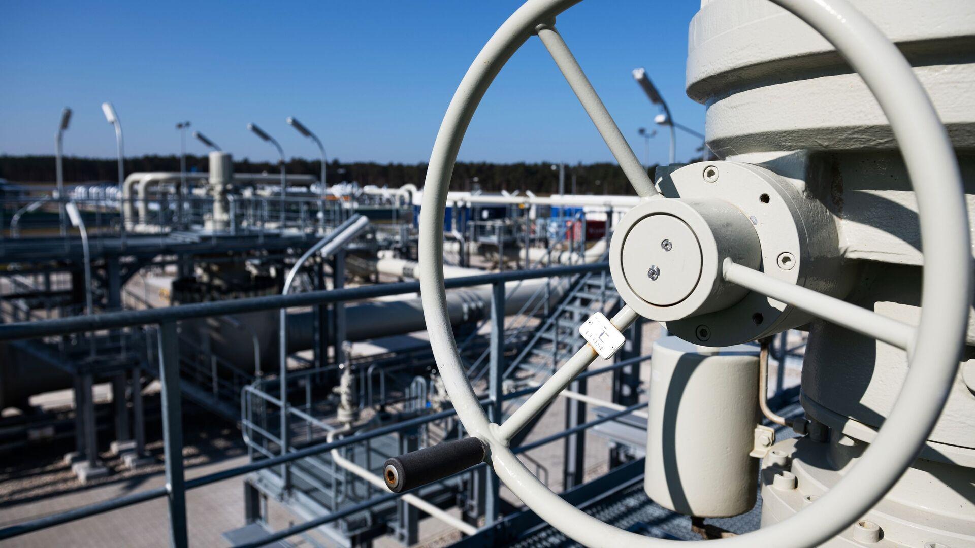 Pobřežní objekty na území plynárenského rozdělovacího centra plynovodu Nord Stream 2 v německém městě Lubmin. - Sputnik Česká republika, 1920, 04.05.2021