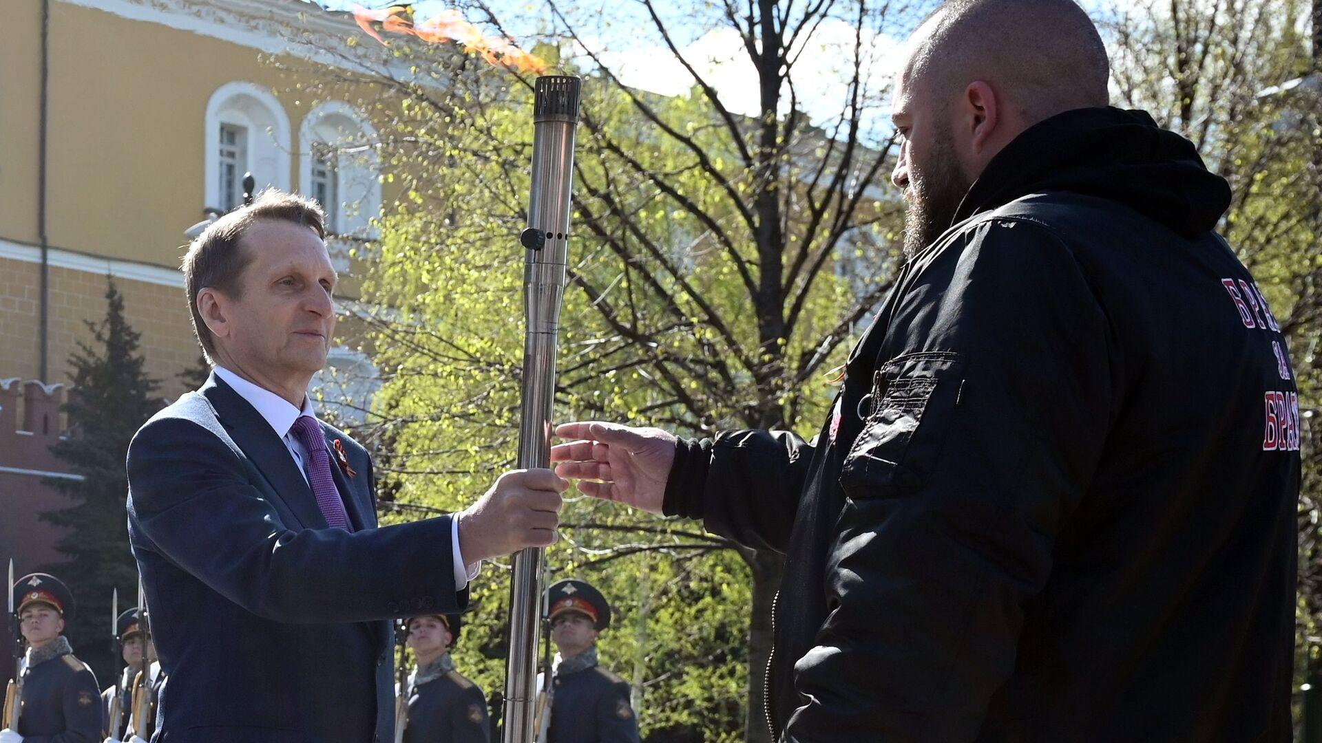 Předseda Ruské historické společnosti a ředitel Služby vnější rozvědky RF Sergej Naryškin během ceremoniálu přenesení částice věčného ohně od hrobu neznámého vojáka u Kremelské zdi na Slovensko - Sputnik Česká republika, 1920, 05.05.2021
