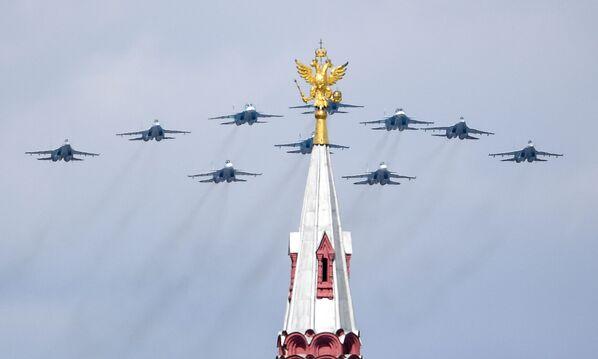 """""""Taktické křídlo""""  ze stíhaček  Su-30SM, Su-35S a bombardérů Su-34 - Sputnik Česká republika"""