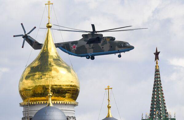 Těžký vojenský transportní vrtulník Mi-26  - Sputnik Česká republika
