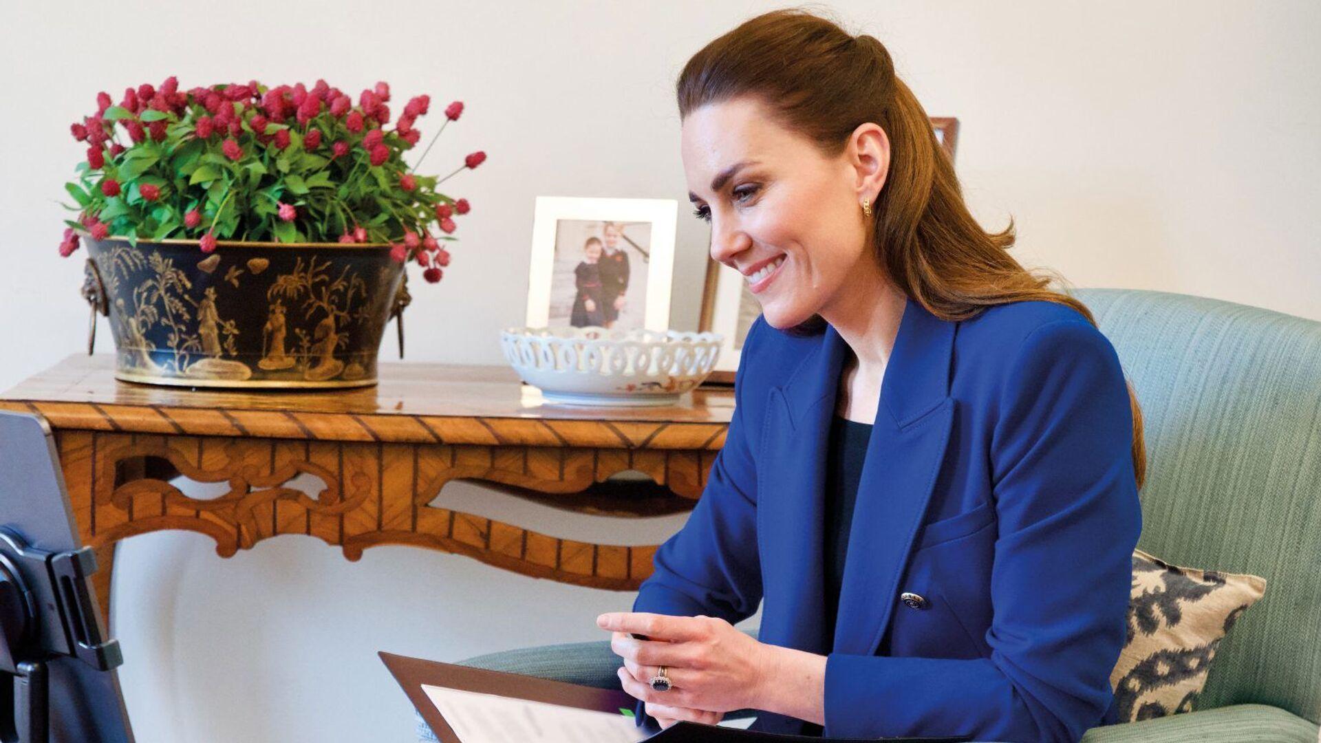 Kate Middletonová hovořila s porodní asistentkou Harriet Nayigovou - Sputnik Česká republika, 1920, 05.05.2021