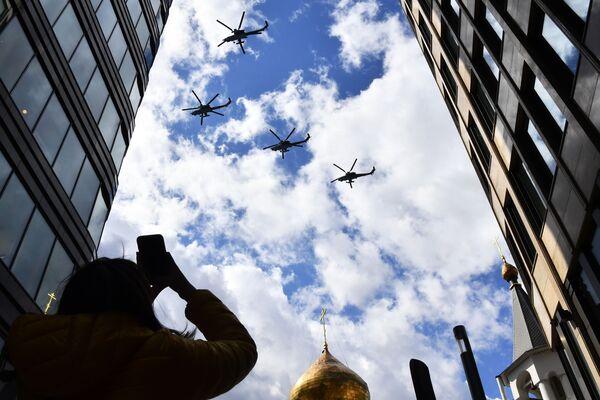 Bitevní vrtulníky Mi-28 Noční lovec během generální zkoušky vojenské přehlídky na počest 76. výročí vítězství ve Velké vlastenecké válce. - Sputnik Česká republika