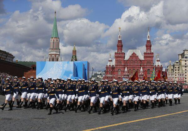 Ruské vojačky během generální zkoušky vojenské přehlídky na počest 76. výročí vítězství ve Velké vlastenecké válce. - Sputnik Česká republika