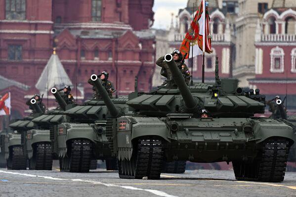 Bojové tanky T-72B3M během generální zkoušky vojenské přehlídky na počest 76. výročí vítězství ve Velké vlastenecké válce. - Sputnik Česká republika