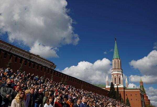 Diváci na Rudém náměstí během generální zkoušky vojenské přehlídky na počest 76. výročí vítězství ve Velké vlastenecké válce. - Sputnik Česká republika