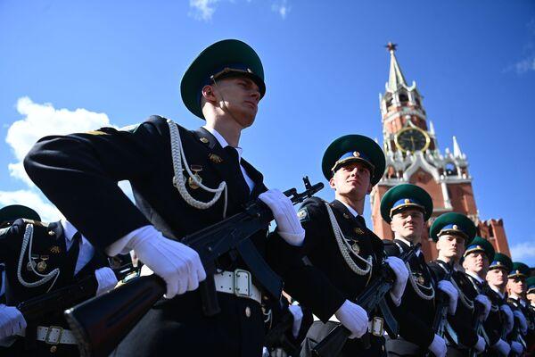 Ruští vojáci během generální zkoušky vojenské přehlídky na počest 76. výročí vítězství ve Velké vlastenecké válce. - Sputnik Česká republika
