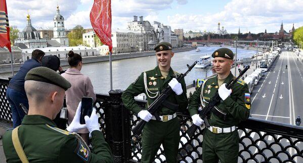 Ruští vojáci poblíž Rudého náměstí v Moskvě. - Sputnik Česká republika
