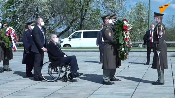 V Praze probíhá položení věnce u Národního památníku k 76. výročí ukončení bojů 2. světové války - Sputnik Česká republika