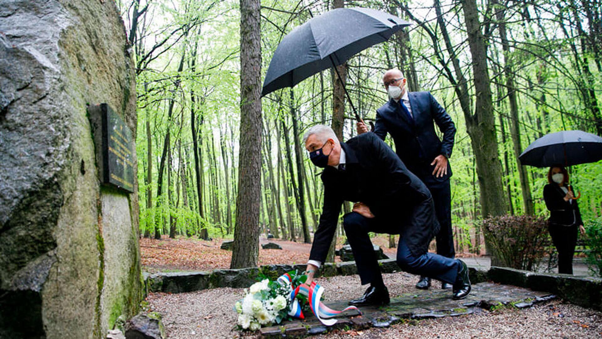 Slovenský ministr zahraničí Ivan Korčok pokládá věnec u pomníku rudoarmějců, kteří padli při osvobození Bratislavy - Sputnik Česká republika, 1920, 08.05.2021
