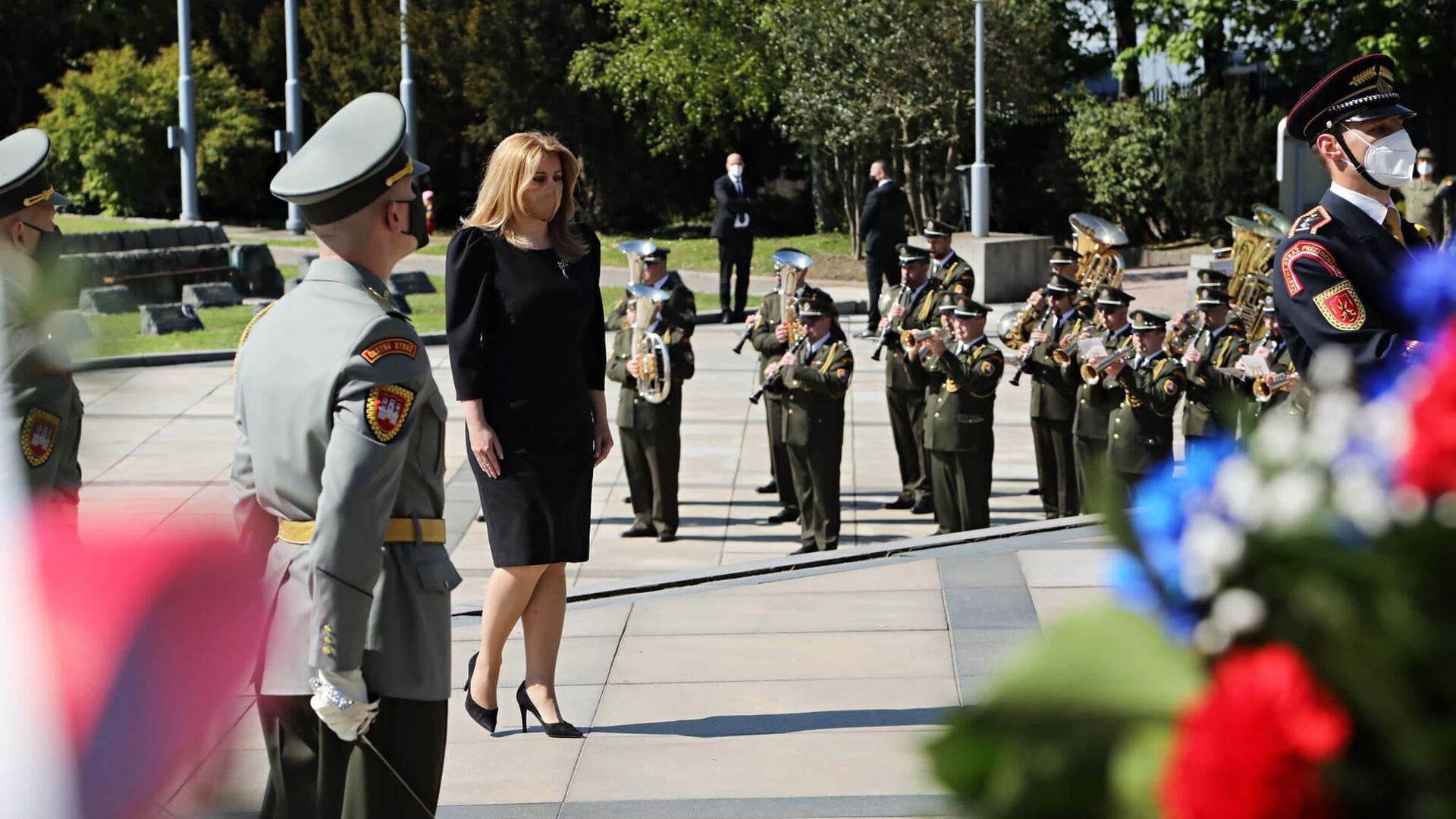 Slovenská prezidentka Zuzana Čaputová položila květiny k hrobu sovětských vojáků, kteří zahynuli v bojích za osvobození Bratislavy - Sputnik Česká republika, 1920, 08.05.2021