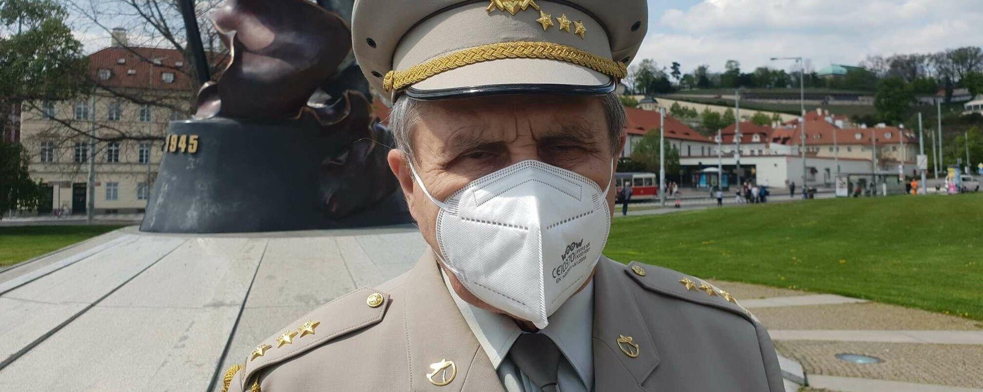 Sputniku poskytl rozhovor na Klárovĕ plukovník Emil Kulfánek poté, co uctil památku konce druhé světové války v Evropĕ - Sputnik Česká republika, 1920, 09.05.2021