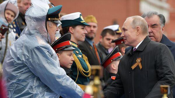 Президент Путин на военном параде в честь 76-й годовщины Победы в ВОВ - Sputnik Česká republika