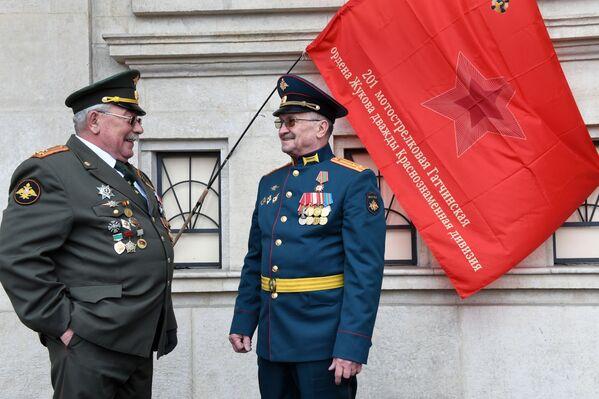 Vojáci během oslav 76. výročí vítězství ve Velké vlastenecké válce. - Sputnik Česká republika