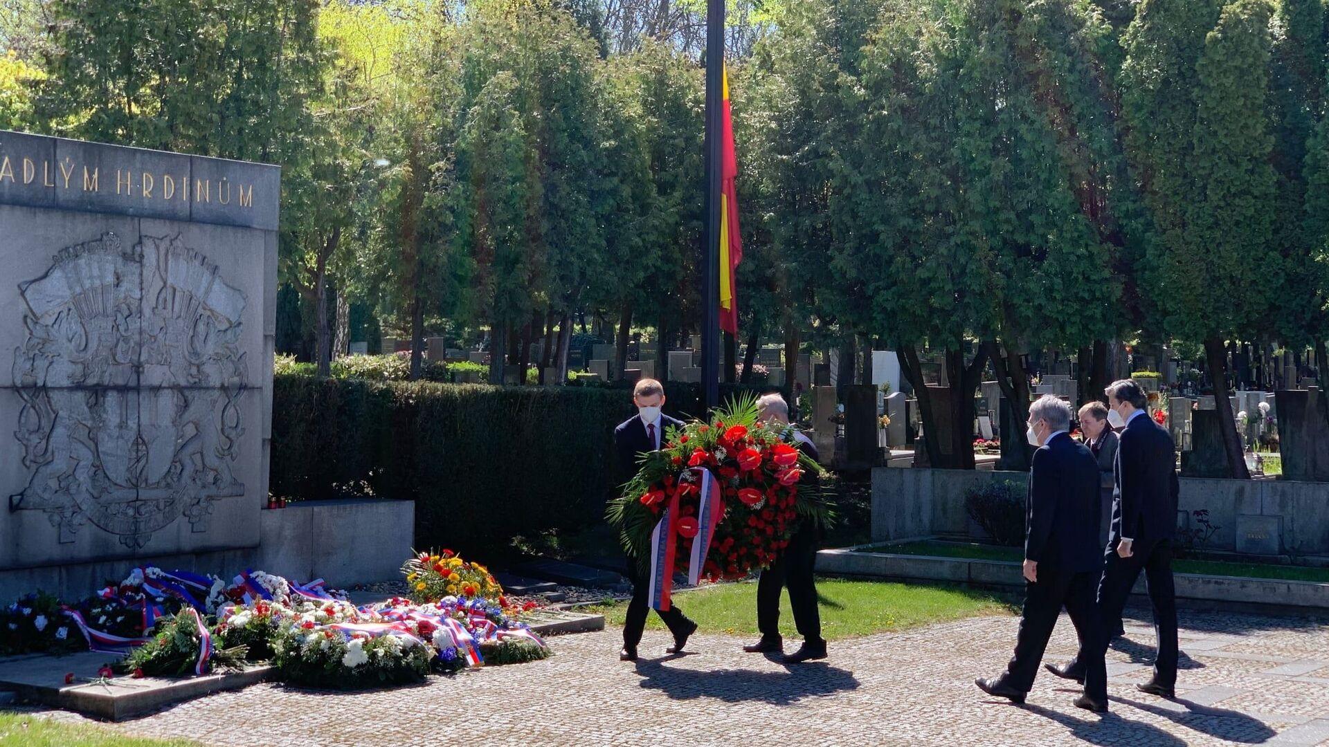 Kladení věnců na Olšanském hřbitově v Praze dne 9. května 2021 - Sputnik Česká republika, 1920, 09.05.2021